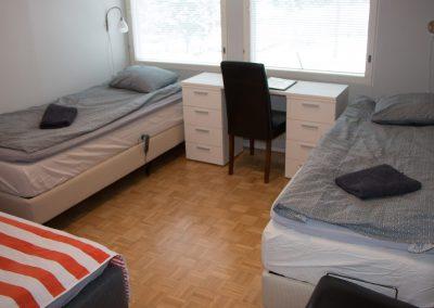 Makuuhuone A, kolmelle henkilölle